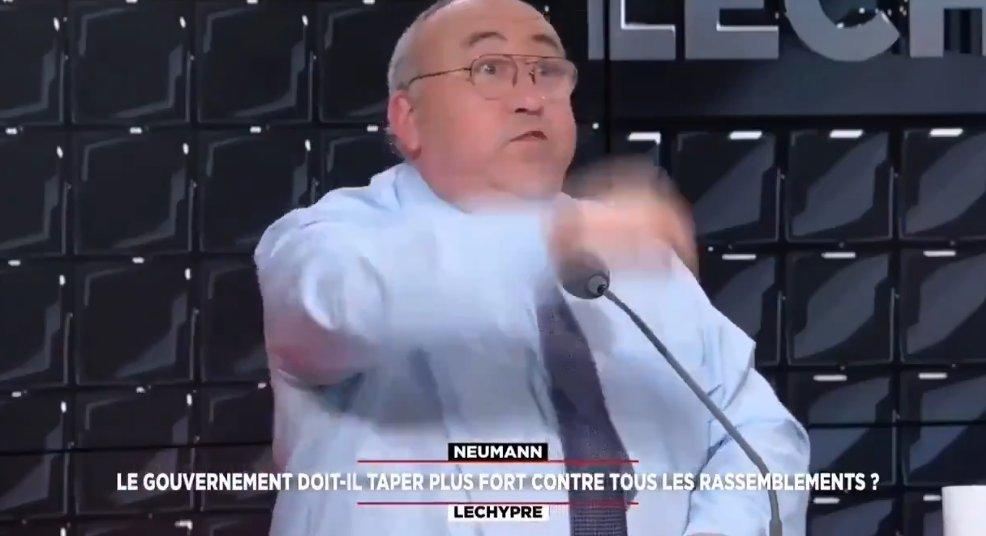 Dictature : la balance Emmanuel Lechypre ou quand la folie s'empare des esprits !