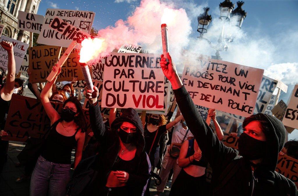 En France, un #MeToo différé, rattrape une série d'hommes de pouvoir