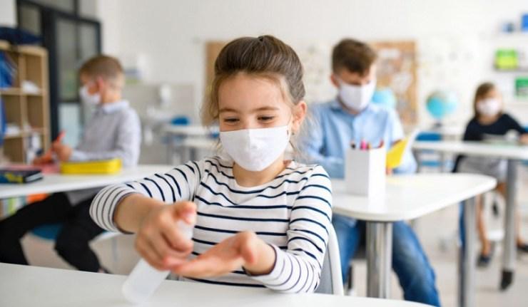 Jugement explosif d'un tribunal allemand : interdiction du port du masque, de la distanciation sociale, et des tests à l'école et obligation des cours en présentiel