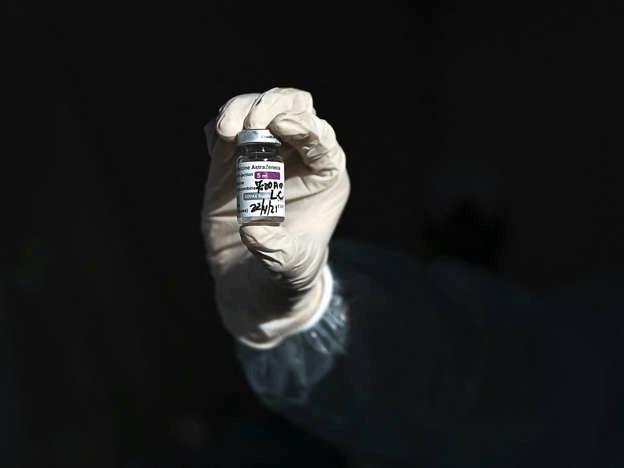 Vaccin d'AstraZeneca : des effets secondaires réels ou des effets nocebos ?