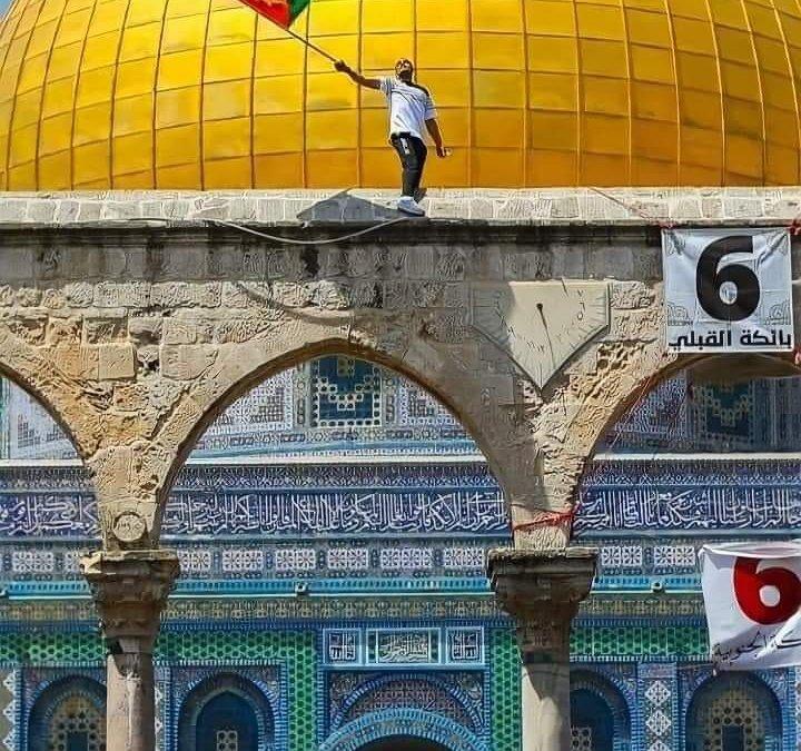 #AlAqsaUnderAttack avec le silence complice de l'Occident sionisé !