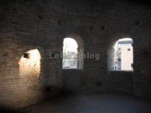 Porta Asinaria: aperture nella torre circolare