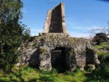 Parco degli Acquedotti:Torretta su cisterna romana