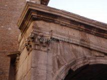 Arco di Gallieno: la dedica sull'attico