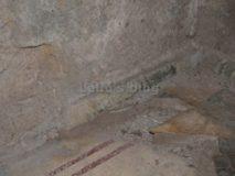 Auditorium di Mecenate: pavimento originale con le strisce rosse