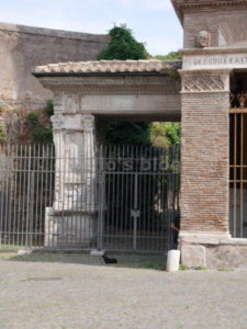 Tra la vacca e il toro...: Arco degli Argentari