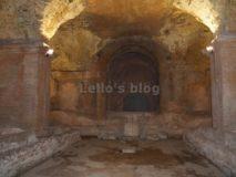 Mitreo delle Terme del Mitra: Altare e nicchie dei Dadofori