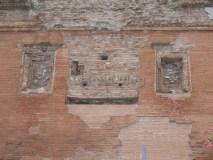 Sepolcro Barberini: facciata con l'epigrafe (mancante)