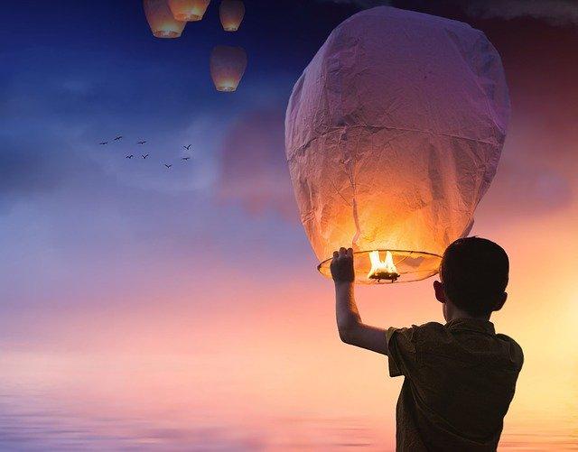 lâché de lanternes - animation mariage