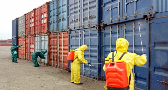 Opera di disinfezione di containers commerciali in Corea del Nord