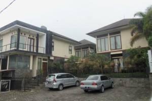 Villa Trinity kampung Daun