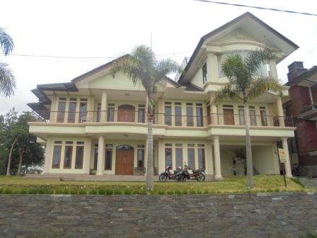 villa ukuran besar di lembang