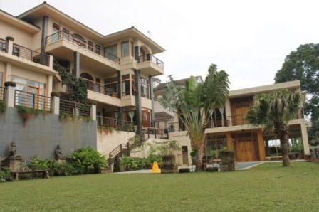 Villa plus kolam renang di bandung