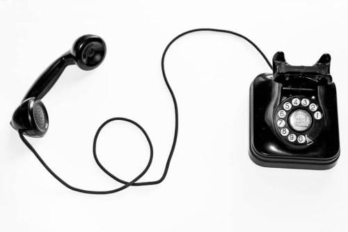 vecchio telefono con rotella