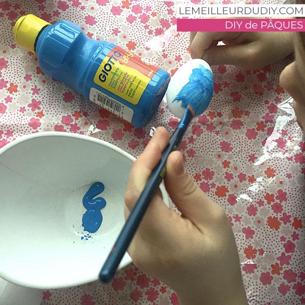 Peinture Pébéo sur oeuf de pâques pour fabriquer une couronne de Paques