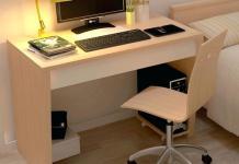 meja komputer sederhana