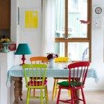 meja makan warna-warni