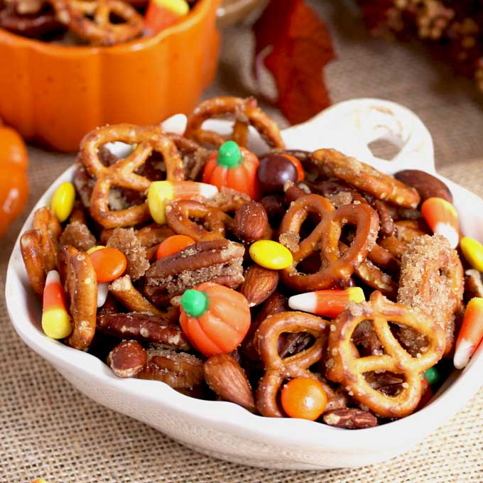 This Pumpkin Spice Snack Mix is sweet, a bit salty and totally addicting! Cinnamon and a hint of pumpkin spice makes this easy party mix the perfect treat for fall.