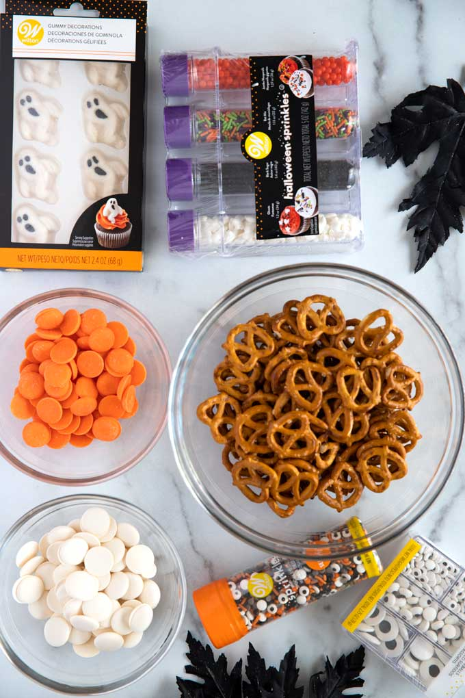 Ingredients to create the Halloween pretzel decorations for the freakyshakes.