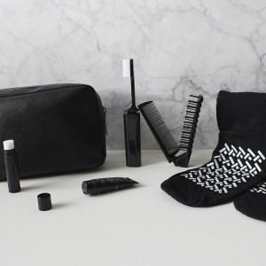 Trousse de cosmétiques minimaliste à emporter en voyage