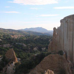 Les Orgues sauvages d'Ille-sur-Têt et le village en ruine de Casenoves