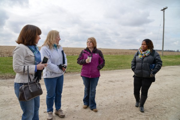 Sara talks to a group of City Moms. Photo courtesy of Illinois Farm Bureau.