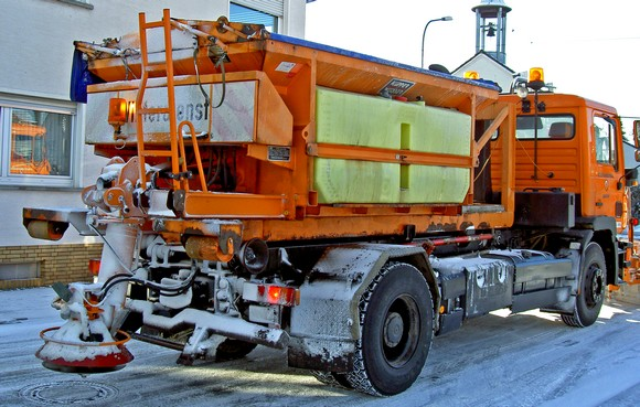 Attention au salage, qui peut laisser des paquet de neige fondue mélangée au saletés de la route et devenir glissant !