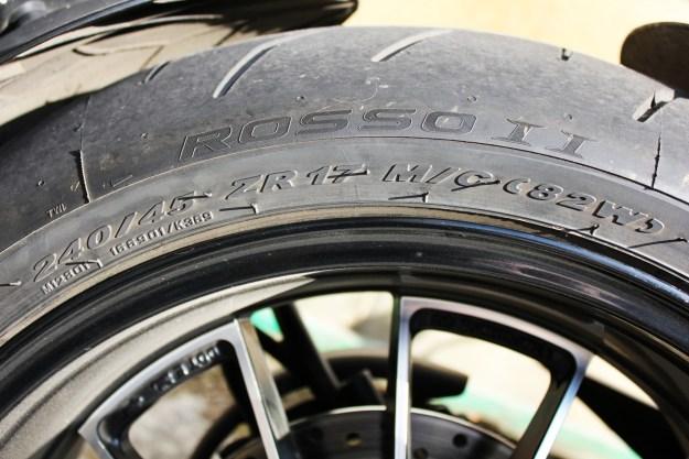 Choisir ses pneus moto quelques conseils le moniteur for Choisir moniteur