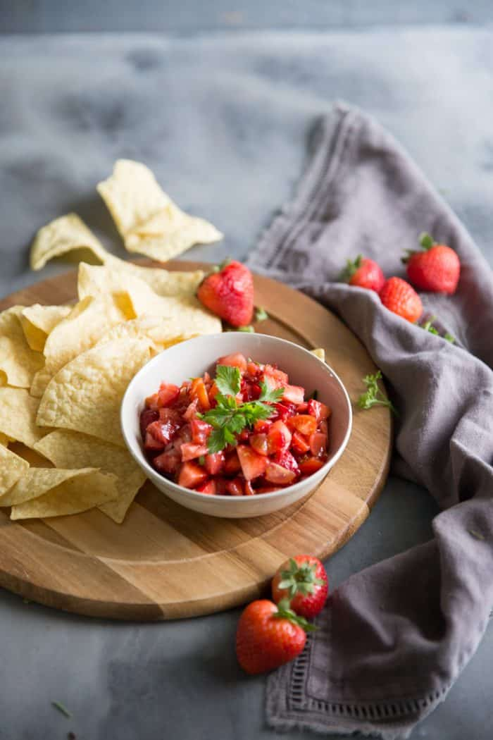 chips and strawberry salsa