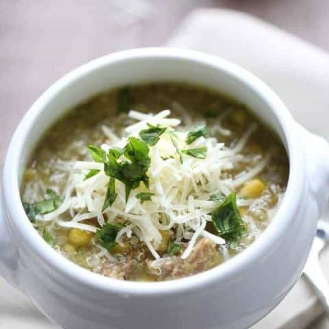 Quinoa chili verde is filling and satisfying with it's smoky vegetables, flavorful pork and healthy quinoa! lemonsforlulu.com