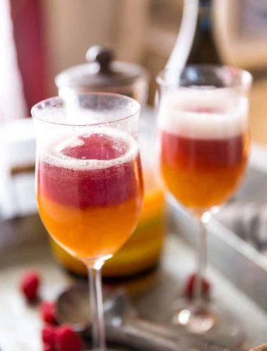 Proseprocco float two glasses