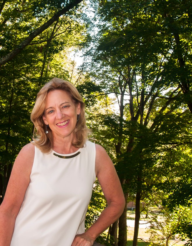 picture of ginger smith, owner of lemeonthymeandginger.com