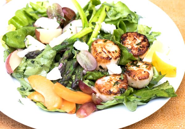 Dinner Salad of Sea Scallops and Greens
