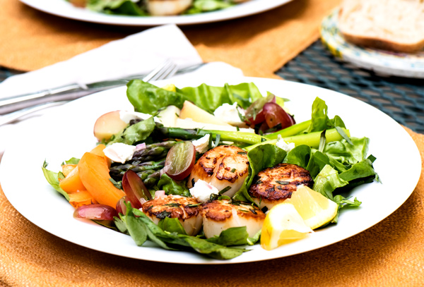 Dinner Salad with Seared Sea Scallops and Greens reicpe