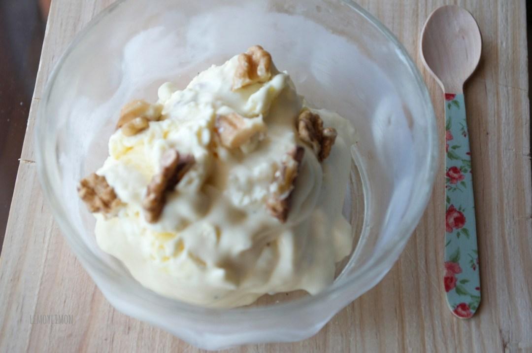 helado de crema pastelera y nueces