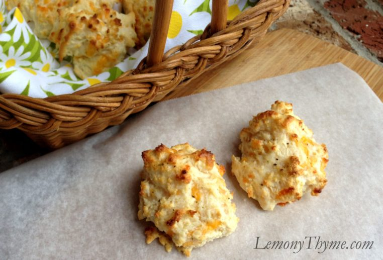Cheddar Buttermilk Biscuits {Red Lobster Style}