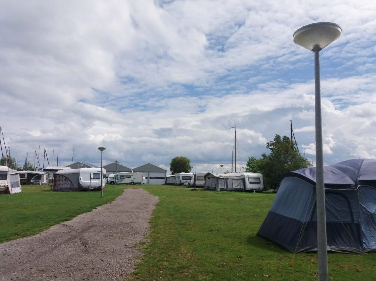 Camping camperveld op jachthaven
