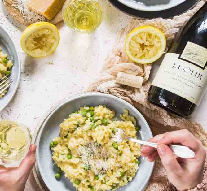 Lemon Risotto with Mascarpone and Peas has bright notes of zesty lemon, creamy mascarpone, perfumed with fresh chives and fresh peas. #risotto #lemonrisotto #pasta #winepairing