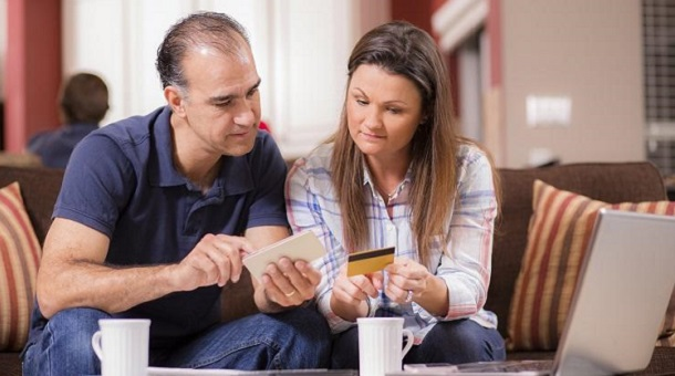 Couple looking for mortgage with bad credit issues