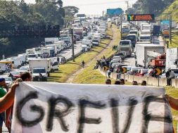 caminhoneiros-confirmam-greve-por-tempo-indeterminado-greve-caminhoneiros-930×524