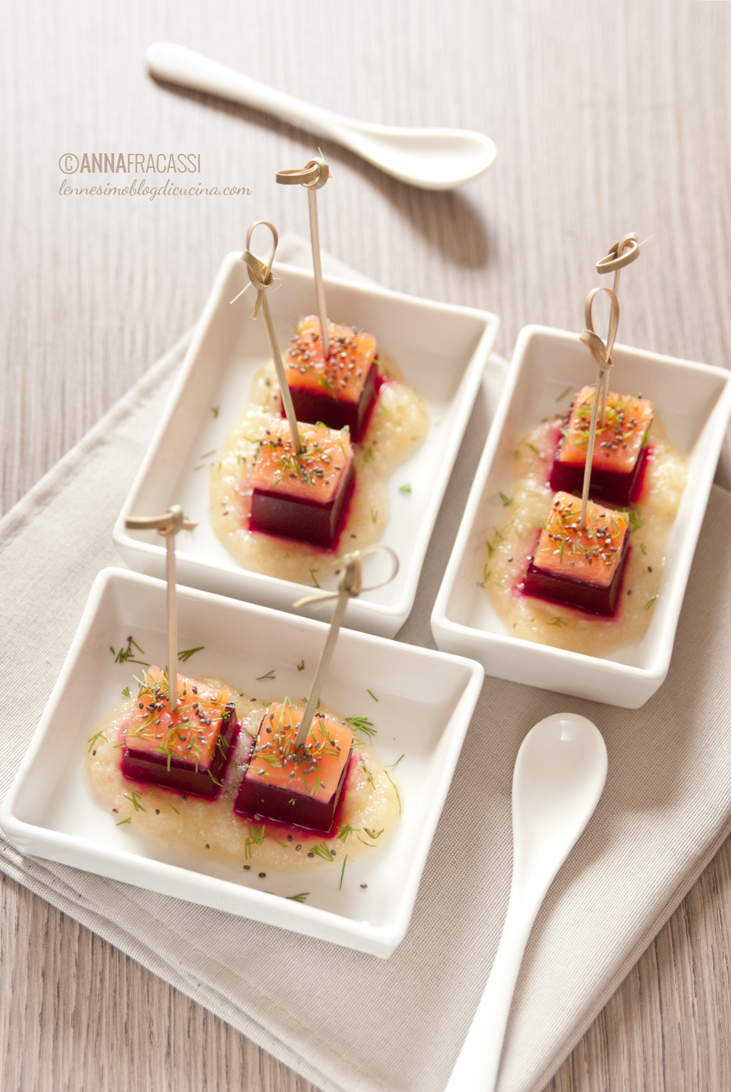 Finger food di barbabietola salmone e crema di sedano rapa