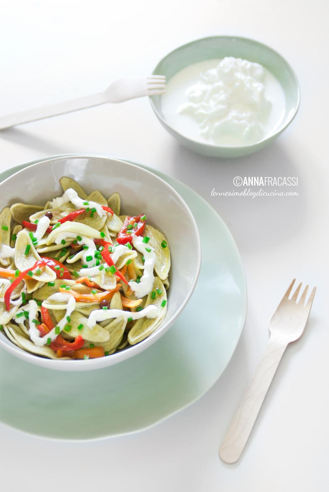 Foglie dulivo agli spinaci con burrata e peperoncini dolci