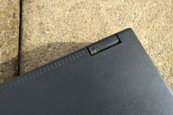 IBM ThinkPad A21e hinge indicator