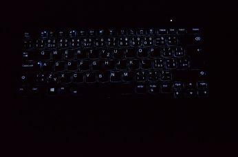 Podsvícení klávesnice ThinkPadu T14s.