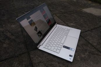 Pohled na Lenovo Yoga C940-14IIL.