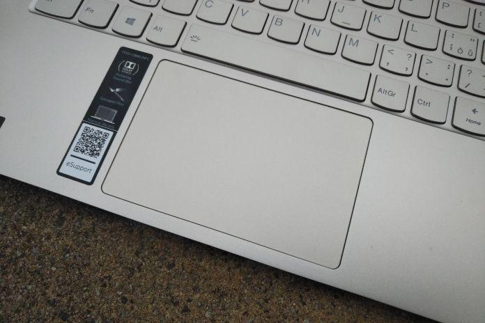 Detail touchpadu Lenovo Yoga C940-14IIL.