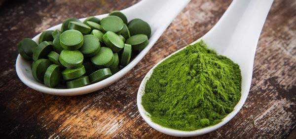 """Nie je tomu tak dávno, čo aj na Slovensko dorazil celosvetový zelený boom. Určite ste si aj Vy všimli na regáloch v obchodoch so zdravou výživou """"tabletky"""" s názvom Chlorella."""