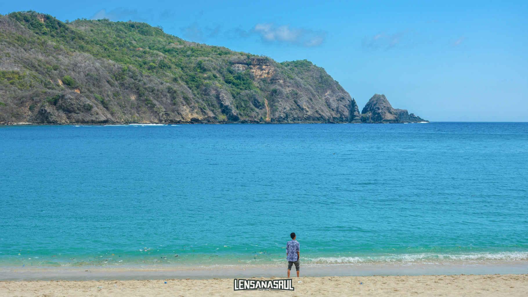 Pantai Mawun di Lombok Yang Bikin Saya Mager