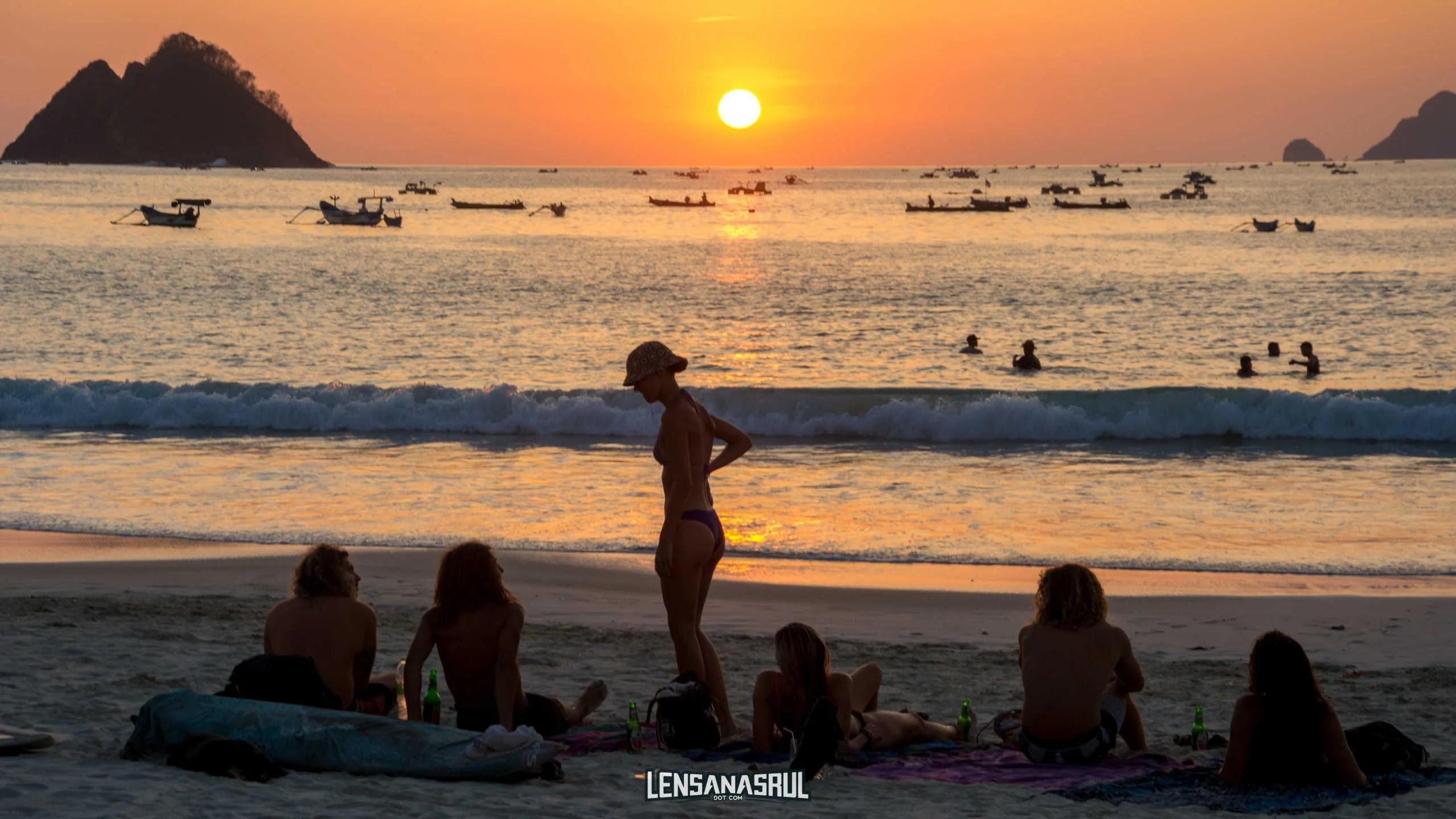 Mengesankan Keindahan Sunset di Pantai Selong Belanak Pulau Lombok