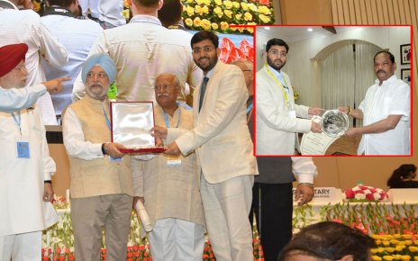 cm jharkhand congrulated mahimapat rey [ dc bokaro ]for being awarded by govt of india